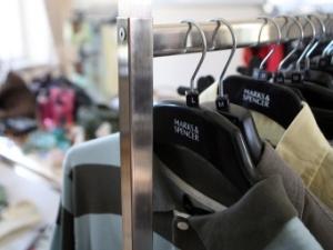 Į dėvėtų drabužių parduotuves traukia ne tik dėl kainos