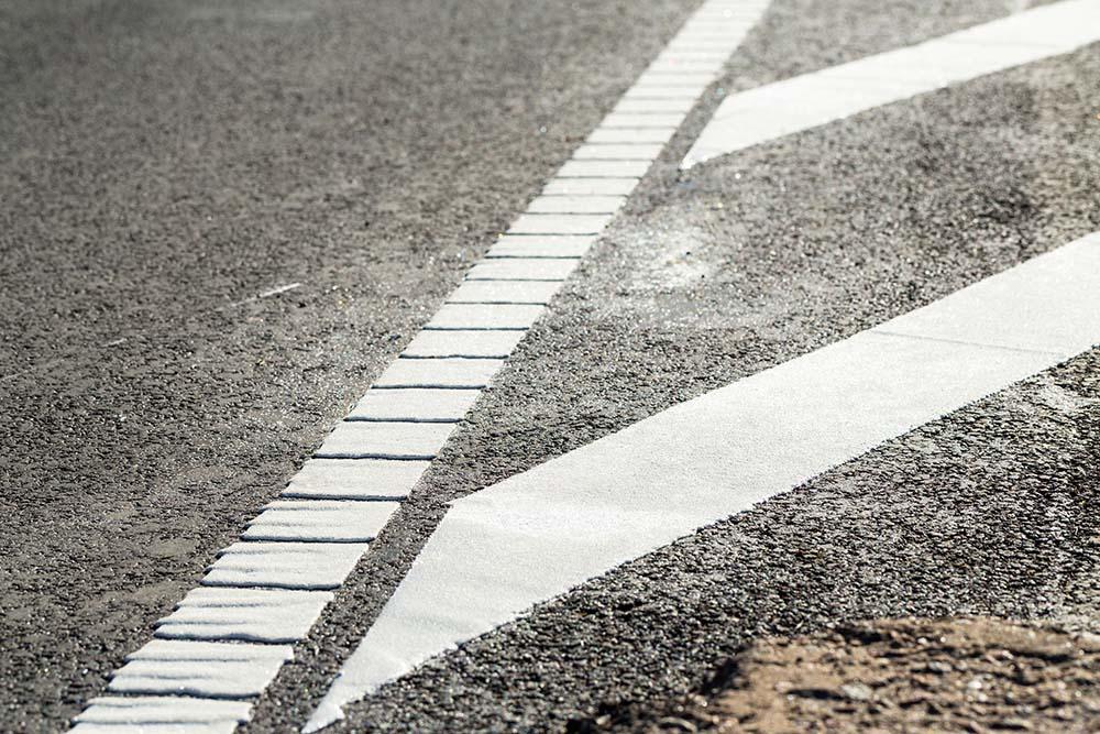Atnaujintos kelių linijos didins saugumą keliuose