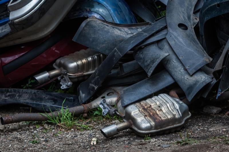 Ar įstatymo pataisos sustabdys nelegalų automobilių ardymą?