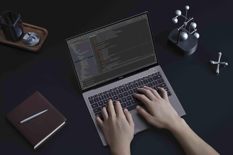 Tyrimas: 40 proc. lietuvių savo nešiojamu kompiuteriu naudojasi iki 3 metų
