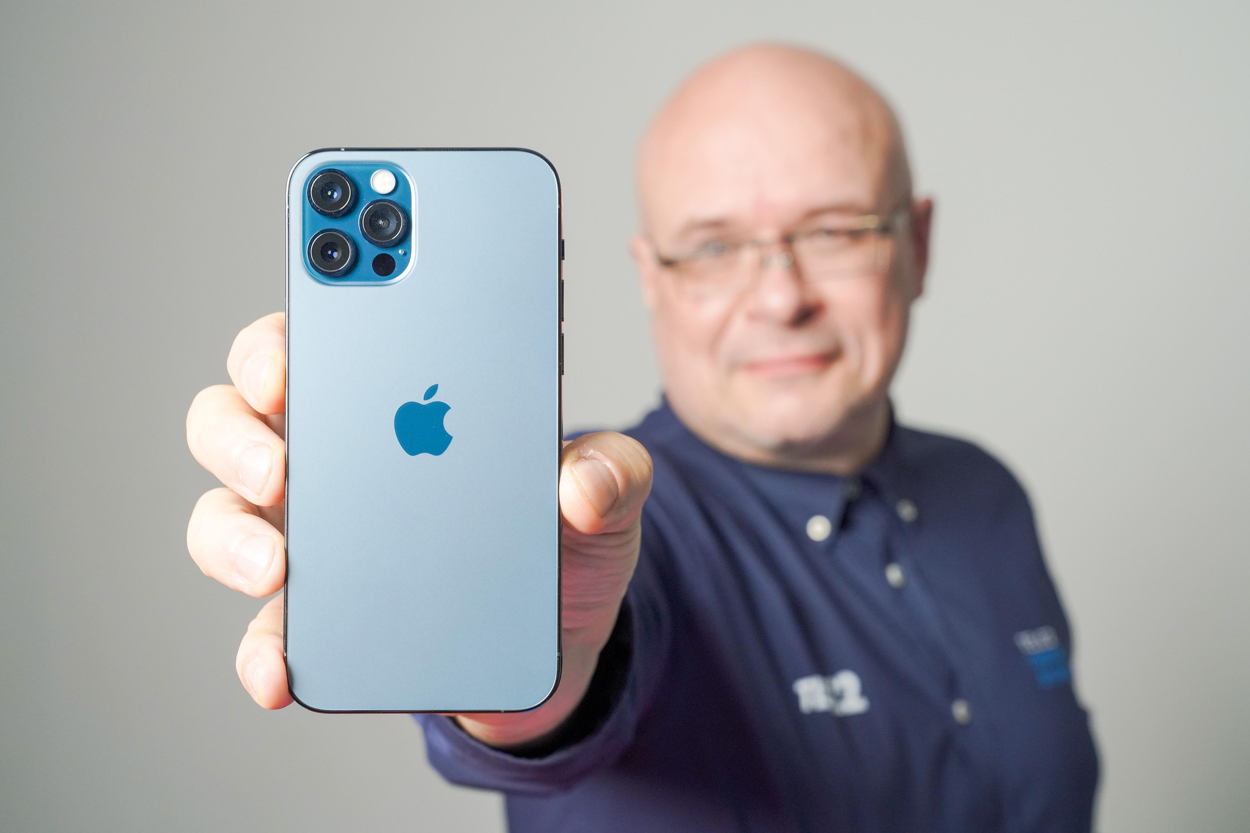 """""""iPhone 12 Pro"""" apžvalga: genialus dizainas ir išplėsto kameros galimybės"""