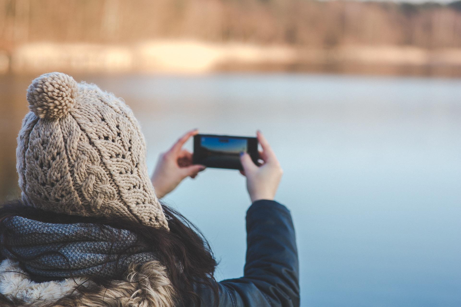 """""""Sušildykite"""" savo telefoną žiemą: patarimai, kaip apsaugoti telefoną nuo šalčio"""