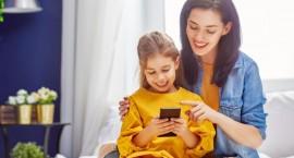 Saugumo ekspertų patarimai tėvams: kaip pasirūpinti vaikų telefonų saugumu?
