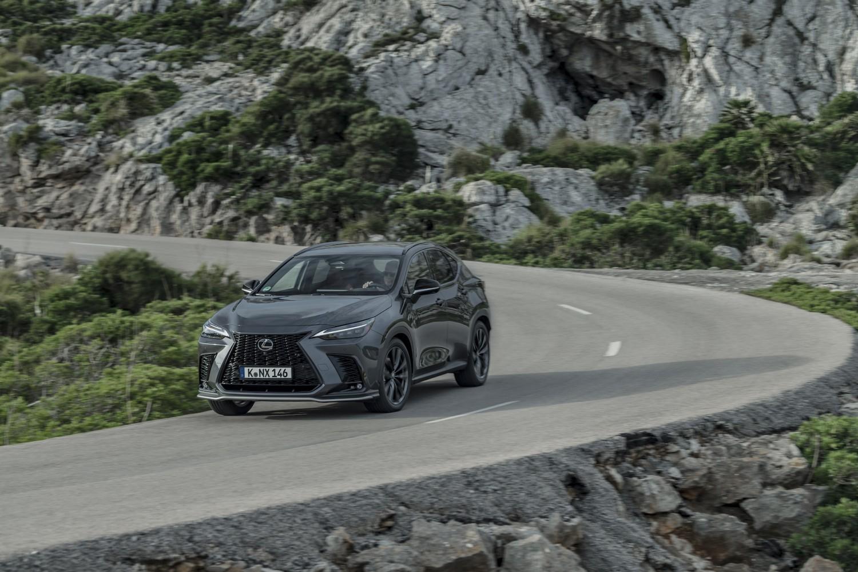 """""""Lexus"""" pristatė naująjį NX"""