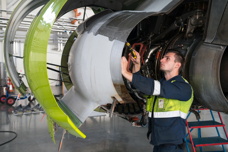 """airBaltic"" ketina įdarbinti 50 technikų"