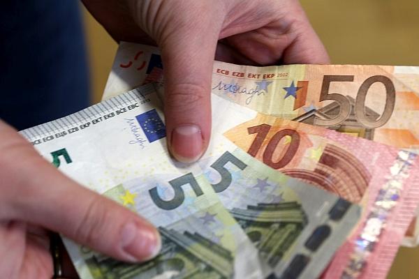 Kur lietuviai nukreipia laisvas pajamas?